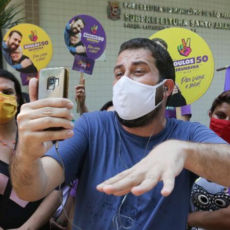 30. set. 2020 - Guilherme Boulos (PSOL) visita o Largo 13 de Maio, em Santo Amaro, na zona sul de São Paulo - Fábio Vieira/Fotorua/Estadão Conteúdo