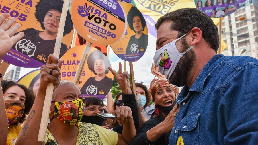 Guilherme Boulos (Psol) durante o evento Mutirão Vira Voto, no Largo da Batata, em Pinheiros, na zona oeste de São Paulo - ROBERTO CASIMIRO/ESTADÃO CONTEÚDO