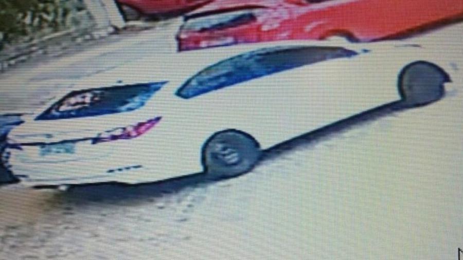 Casal fugiu em uma Hyundai HB20 branca; polícia ainda busca identidades de suspeitos - Reprodução