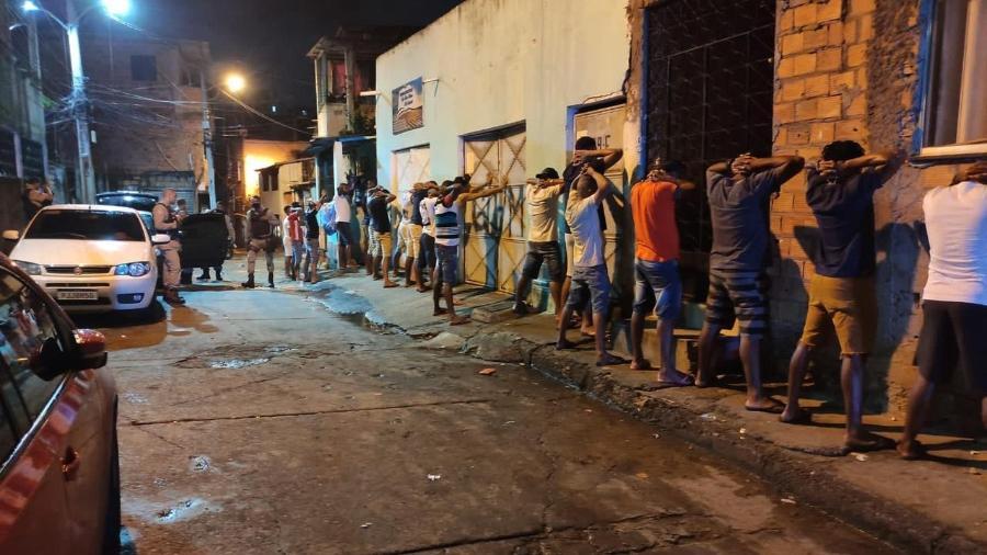 Festa no bairro do Arenoso, em Salvador, é desfeita pela fiscalização  - Divulgação/Sedur