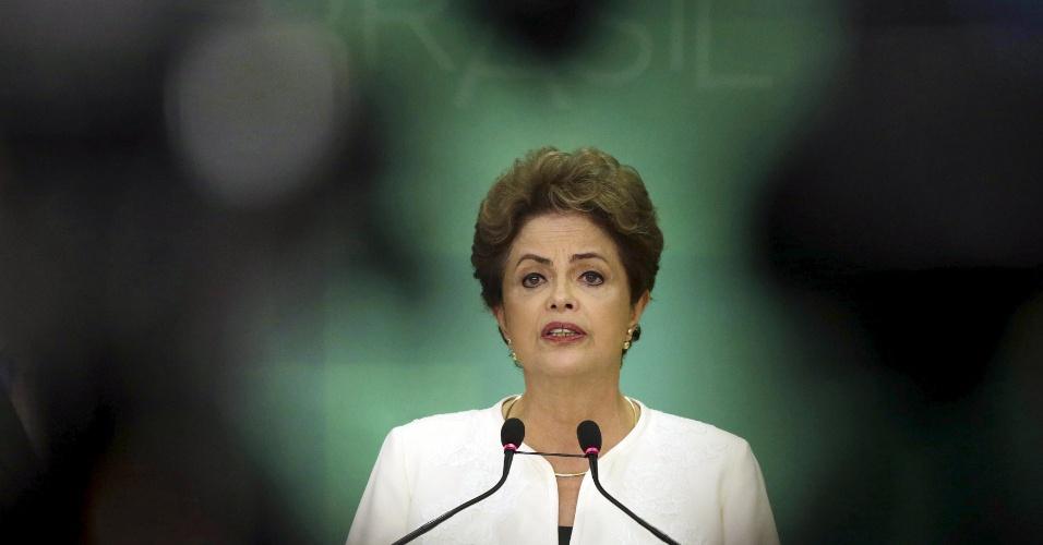 """2.dez.2015 - A presidente Dilma Rousseff (PT) se disse """"indignada"""" com a abertura de um processo de impeachment contra ela na Câmara dos Deputados, anunciado pelo deputado Eduardo Cunha (PMDB-RJ), presidente da Câmara. Ela disse ainda nunca ter cometido """"ato ilícito"""" e disse crer no arquivamento do pedido"""