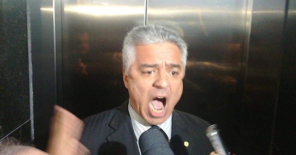 17.mar.2016 - O deputado federal Major Olímpio (SD-SP) foi retirado por seguranças da cerimônia de posse do ex-presidente Lula como ministro da Casa Civil após gritar