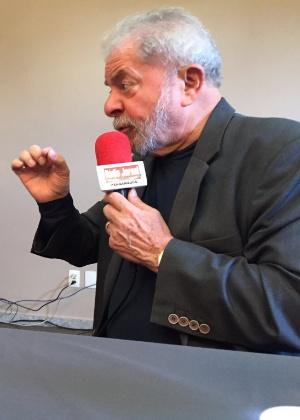 O ex-presidente Luiz Inácio Lula da Silva concede entrevista à rádio Jornal, do Recife (PE)