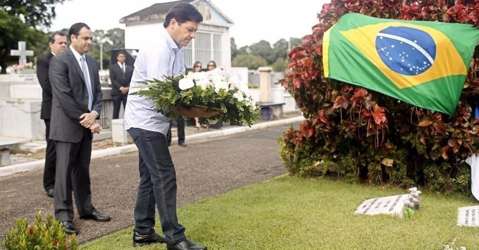 Campos lançou a candidatura a presidente em 2014, mas morreu durante a campanha em um acidente de avião, em Santos (SP). Julio passou a ter de tocar o restante de seu mandato e de sua carreira política sem o apoio do padrinho