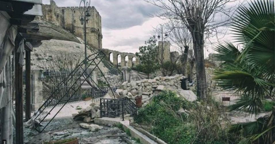 Prédios danificados nos arredores de Aleppo revelam marcas da guerra