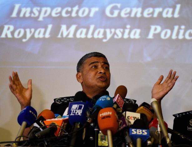 Chefe de polícia da Malásia fala à imprensa sobre as investigações do caso