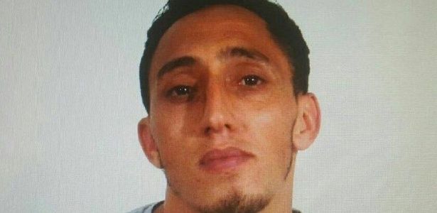 A polícia divulgou uma foto de Driss Oukabis, suspeito do atentado - Polícia Nacional da Espanha