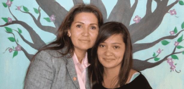 Vírginia Isaias (à esq.) e a filha (à dir.) foram sequestradas e passaram três meses em poder de uma quadrilha de traficantes  - Arquivo Pessoal/BBC