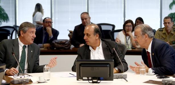 Os ministros Torquato Jardim e Raul Jungmann encontraram o governador do Rio, Luiz Fernando Pezão (no centro)