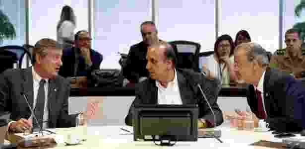 Os ministros Torquato Jardim e Raul Jungmann encontraram o governador do Rio, Luiz Fernando Pezão (no centro) - Fábio Motta/Estadão Conteúdo