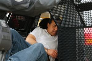 PF diz que Cabral acorrentado e algemado segue 'protocolo de segurança' (Foto: Rodolfo Buhrer/Fotoarena/Estadão Conteúdo)