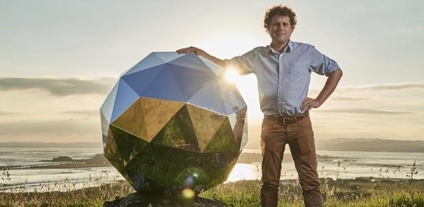 O satélite Humanity Star e seu idealizador, o neozelandês Peter Beck