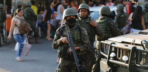 A Segurança Pública do Rio de Janeiro sofre intervenção militar numa tentativa de conter a escalada da violência na cidade e no Estado