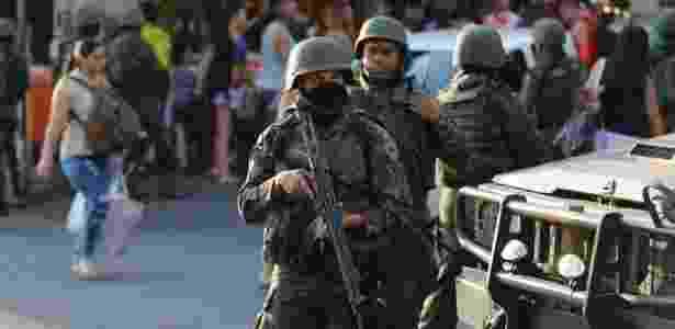 A Segurança Pública do Rio de Janeiro sofre intervenção militar numa tentativa de conter a escalada da violência na cidade e no Estado - Fernando Frazão/Agência Brasil