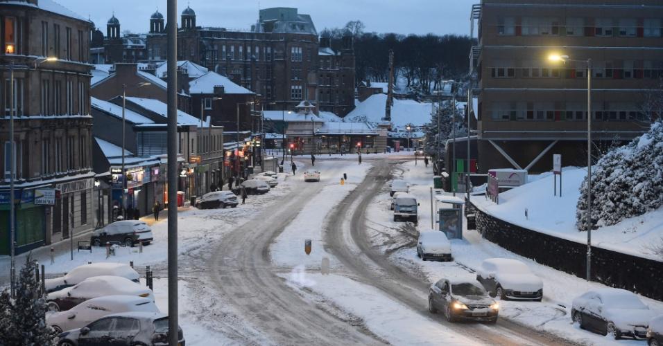 28.fev.2018 - Normalmente movimentada, rua fica deserta devido às baixas temperaturas no sul da cidade de Glasgow, na Escócia