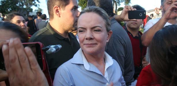 Presidente do PT, senadora Gleisi Hoffmann, participa de ato em apoio ao ex-presidente Lula em Curitiba