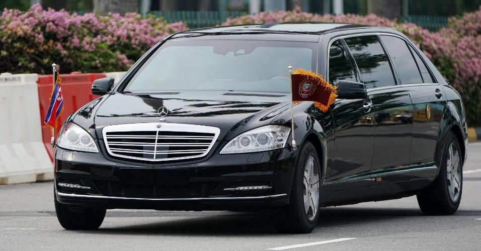 10.jun.2018 - Veículo supostamente trazendo o o líder norte-coreano em avenida de Singapura nesta manhã