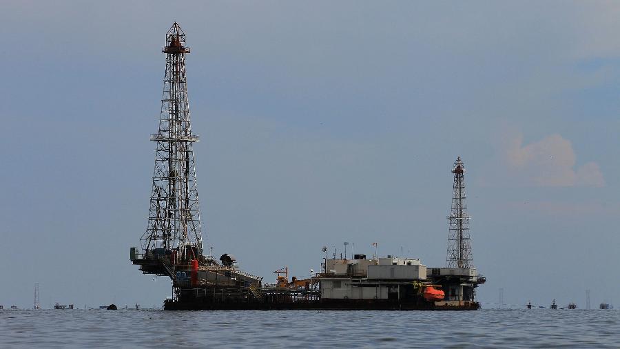 Instalações petrolíferas em Lagunillas, na Venezuela - ISAAC URRUTIA / Reuters