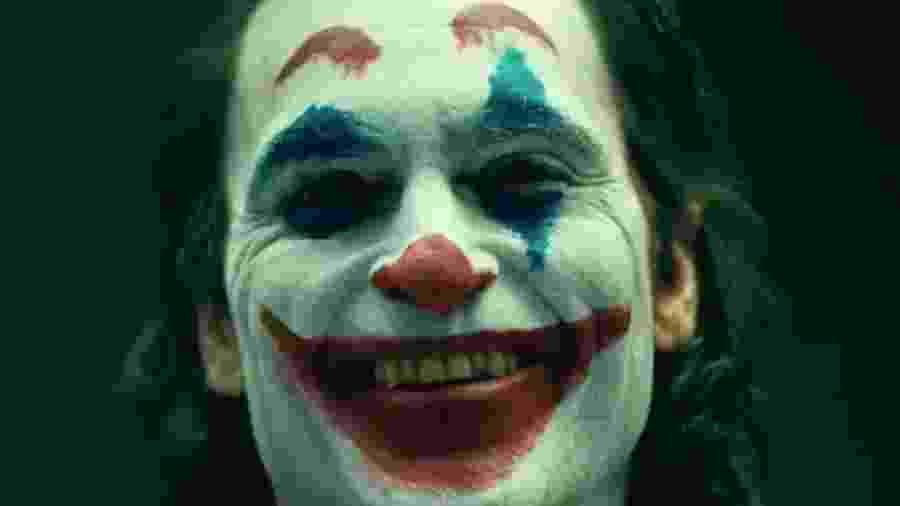"""Joaquin Phoenix com a maquiagem de palhaço em """"Coringa"""" - Reprodução/Instagram"""