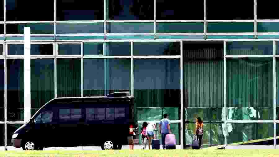 Familiares de Bolsonaro chegam ao Palácio da Alvorada, em Brasília - ERNESTO RODRIGUES/ESTADÃO CONTEÚDO