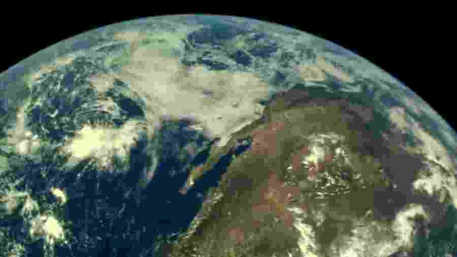 Nave da missão Chandrayann-2, que já completou quatro das cinco órbitas ligadas à Terra, registrou esta imagem do planeta - Divulgação/ISRO