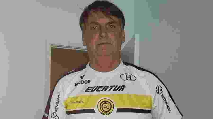 Jair Bolsonaro usa o uniforme do Cascavel para mostrar solidariedade ao empresário Luciano Hang, da Havan - Reprodução/Facebook