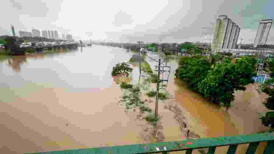 """Marginal Tietê com trânsito livre? Aplicativos de rotas só """"esqueceram"""" da enchente - ALOISIO MAURICIO/FOTOARENA/FOTOARENA/ESTADÃO CONTEÚDO"""