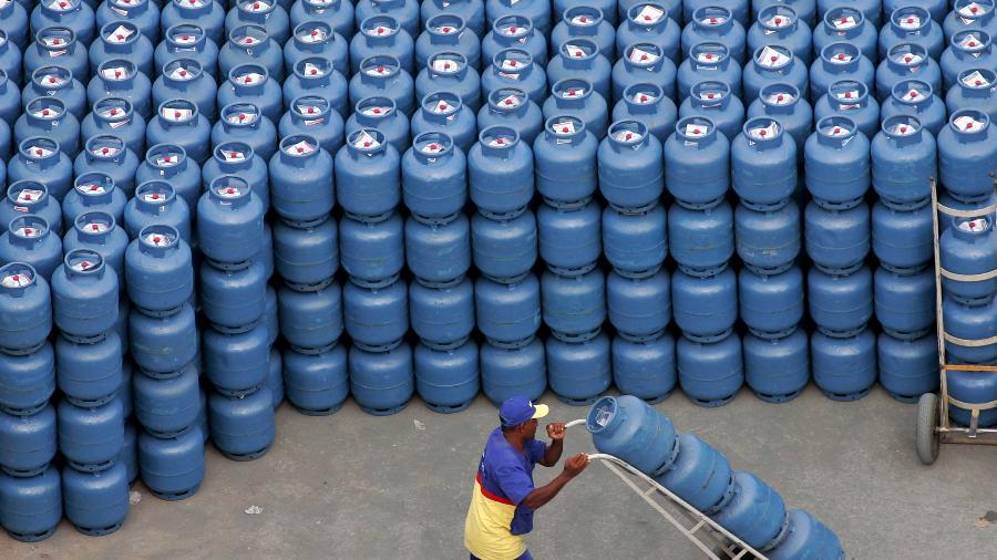 Com o aumento, o preço do gás de cozinha da Petrobras passa para R$ 3,40 o quilo - Caetano Barreira