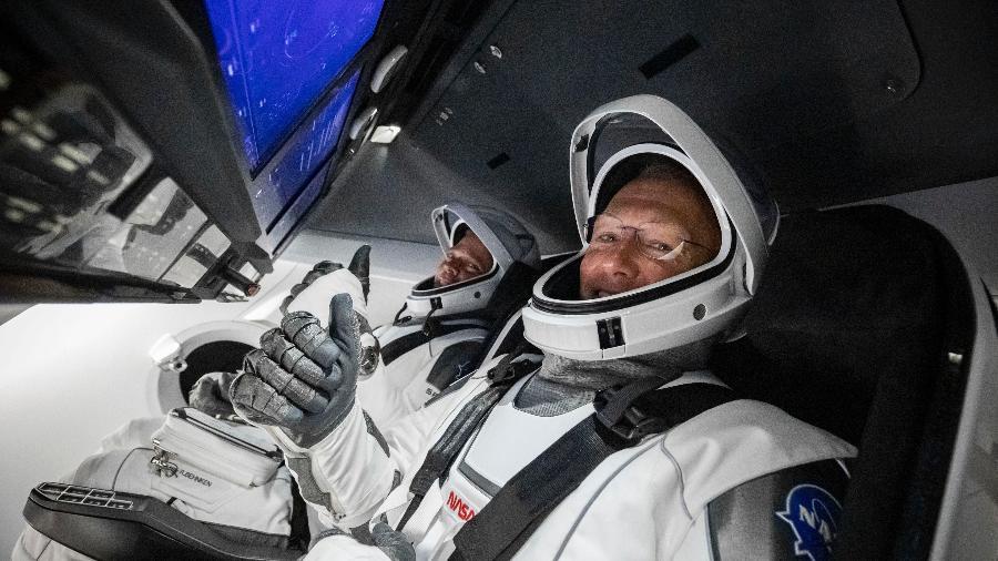 Astronautas Bog e Doug prontos para lançamento do foguete Falcon 9, da SpaceX, em maio de 2020 - Reprodução/SpaceX