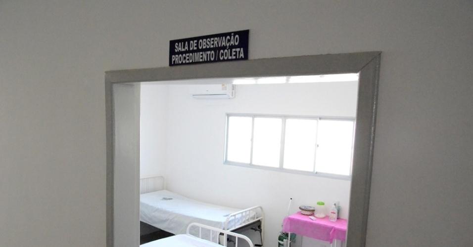 5.dez.2015 -Sala preparada após o decreto de emergência do Estado para receber possíveis pacientes com doenças transmitidas pelo Aedes Aegypti