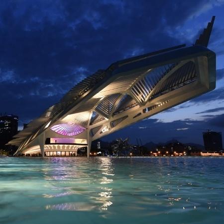 Ponto turístico do Rio de Janeiro, Museu do Amanhã se destaca no fim de tarde carioca - Vanderlei Almeida/AFP