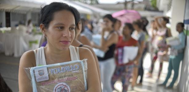Gestantes começaram a receber gratuitamente os 12 mil mosqueteiros que serão distribuídos em Cali. O país tem mais de 3.100 gestantes com o vírus