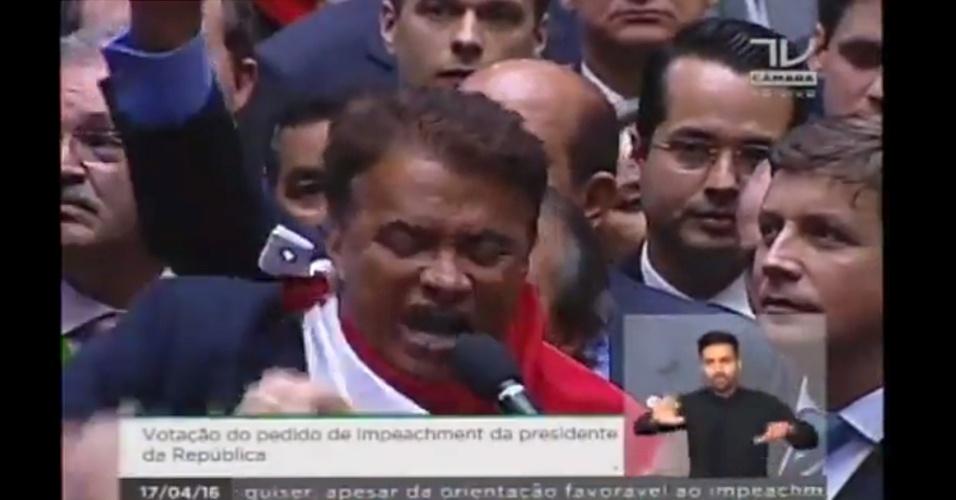 17.abr.2016 - O deputado Zé Geraldo (PT-PA) votou contra o impeachment da presidente Dilma Rousseff