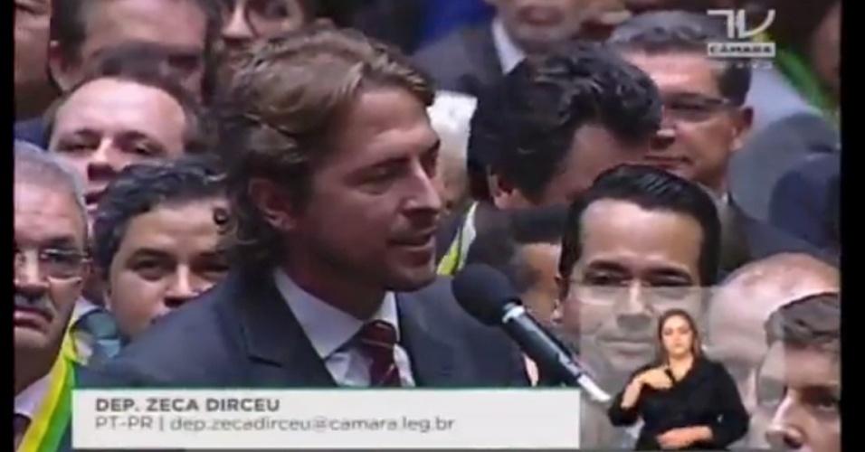 17.abr.2016 - O deputado Zeca Dirceu (PT-PR) foi um dos poucos de seu Estado a votar contra o impeachment da presidente Dilma Rousseff