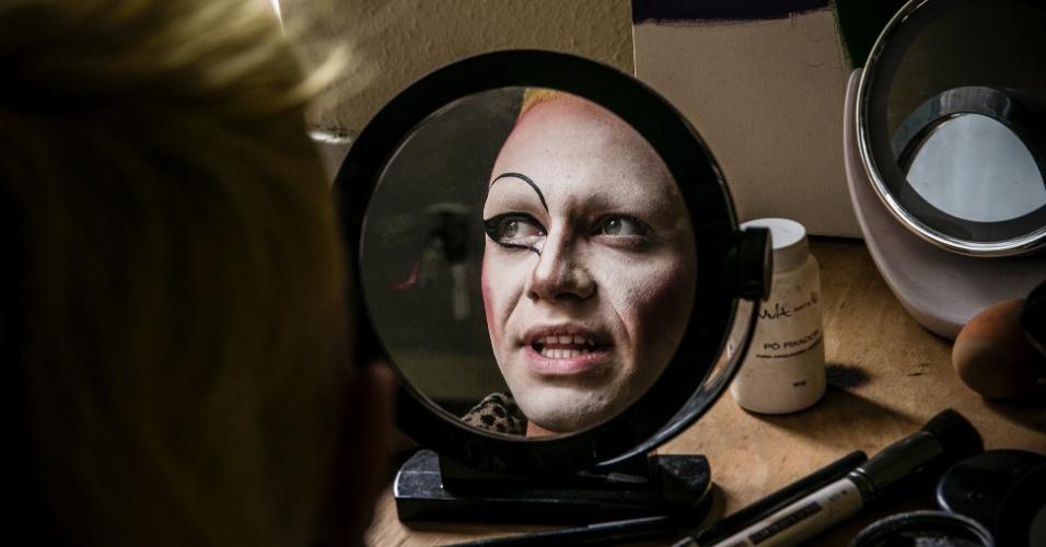 """28.mai.2016 - Víctor Ivanon, 22, estudante de design, é o criador de Ivana Wonder, drag queen que ele classifica como """"sem gênero definido, um monstro no sentido mais bonito da palavra"""""""