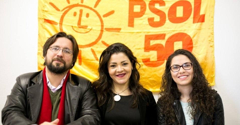23.jul.2016 - Em convenção partidária, o PSOL referendou a decisão tomada em abril e oficializou o nome da advogada Xênia Mello (no centro) como candidata à Prefeitura de Curitiba