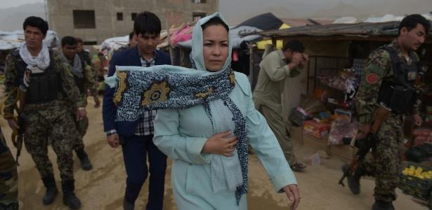 """Enquanto caminhava em um bazar em Nili, Muradi ouviu um homem dizer """"inútil"""" a ela"""