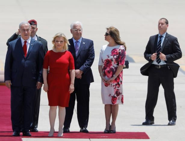 Premiê Benjamin Netanyahu, com sua mulher, Sara, e David Friedman, embaixador dos EUA em Israel, aguardam a chegada do presidente Donald Trump ao país