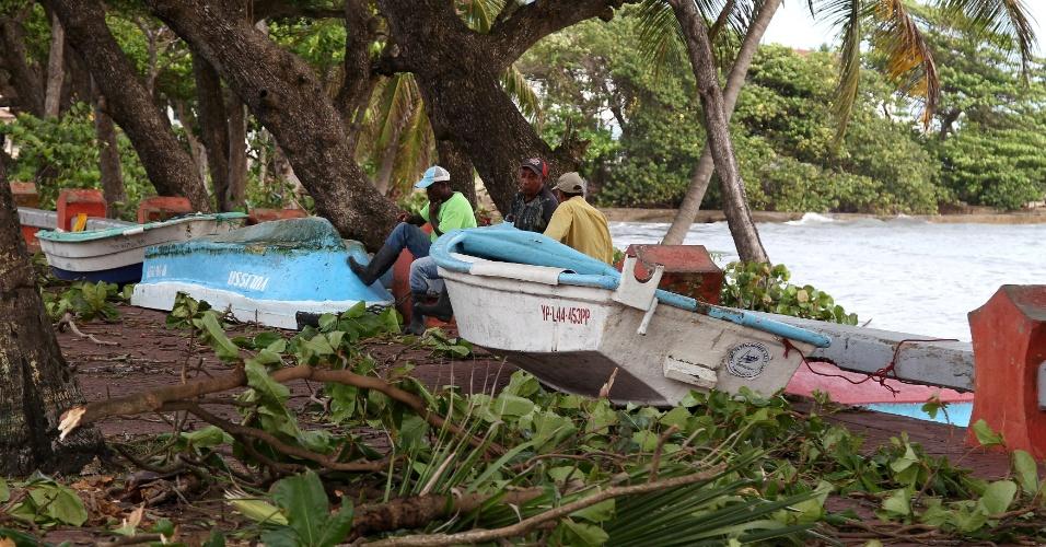 8.set.2017 - Barcos vão parar em rua após a passagem do furacão Irma em Puerto Plata, na República Dominicana