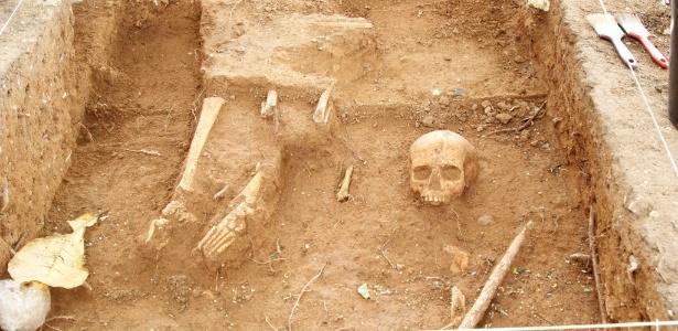 Não havia cemitérios até 1850 e corpos eram enterrados em volta de igreja