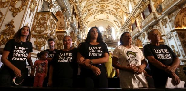 14.abr.2018 - Familiares de Marielle Franco participam de missa em memória da vereadora, assassinada há um mês no Rio
