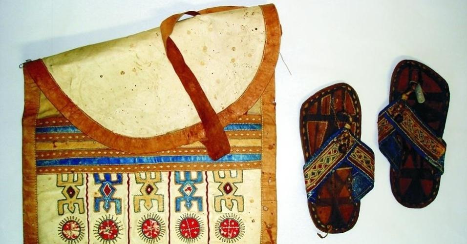 Bolsa e sandálias Daomé   Exposição permanente Kumbukumbu - África, memória e Patrimônio