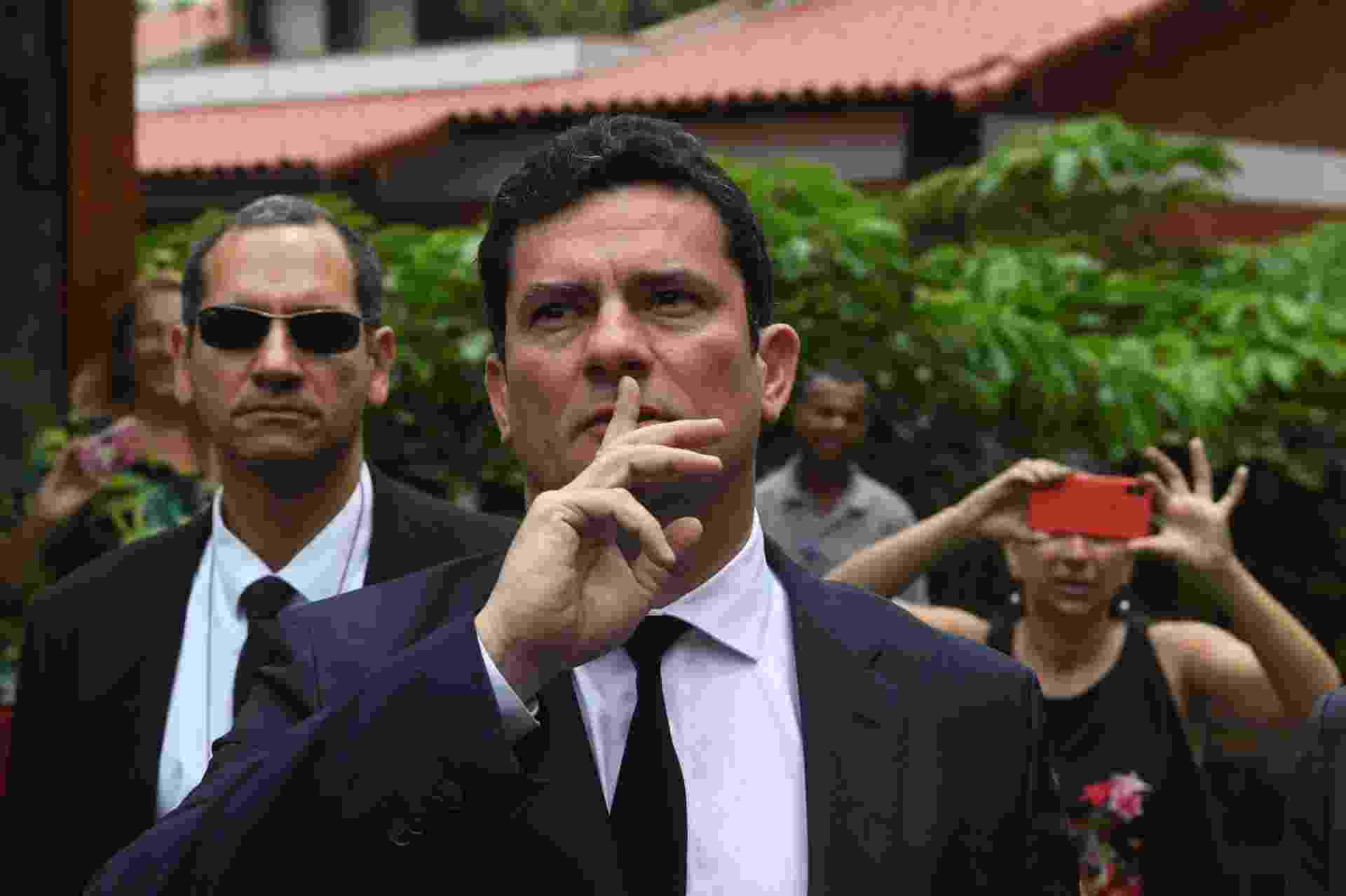 01.nov.2018 - Juiz Sergio Moro após conversar com presidente eleito Jair Bolsonaro (PSL) - Mauro Pimentel/AFP