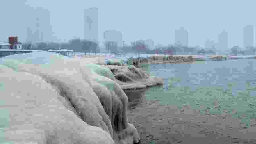 Imagem do lago Michigan. Autoridades preveem que milhões de pessoas experimentem temperaturas abaixo de zero e alertam que, nessas condições, é possível congelar em menos de 10 minutos ao ar livre - Pinar Istek - 29.jan.2019/Reuters