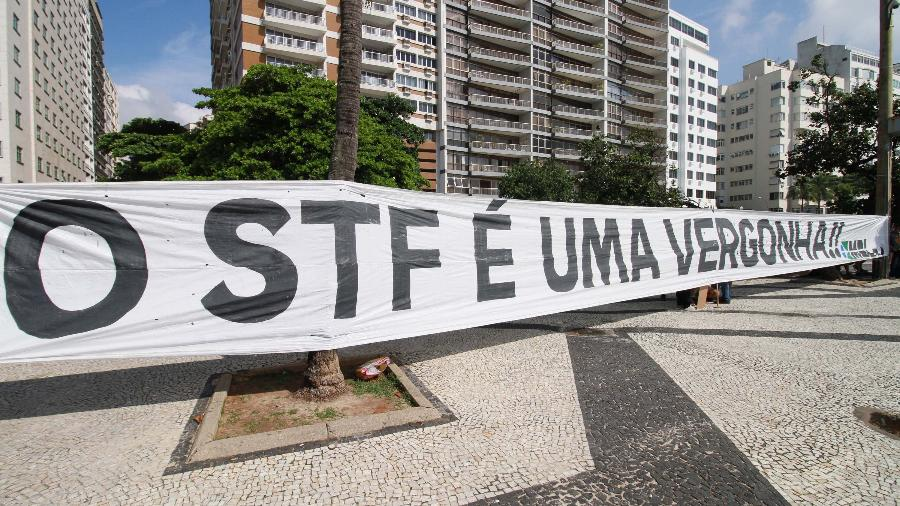 Faixa de protesto contra o STF é estendida em Copacabana neste domingo - JOSE LUCENA/FUTURA PRESS/FUTURA PRESS/ESTADÃO CONTEÚDO