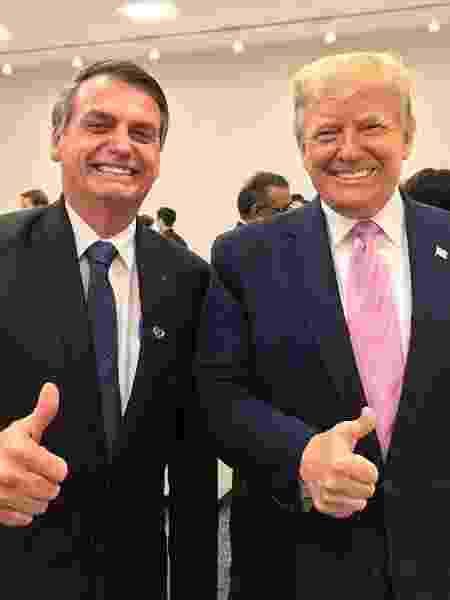 28.jun.2019 - Jair Bolsonaro e o presidente dos EUA, Donald Trump, posam para foto durante o Encontro do G20 - Reprodução/Twitter/@jairbolsonaro