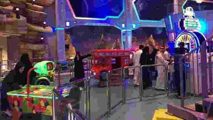 Famílias sauditas em parque de diversões em Riad. - Diogo Schelp/UOL - Diogo Schelp/UOL
