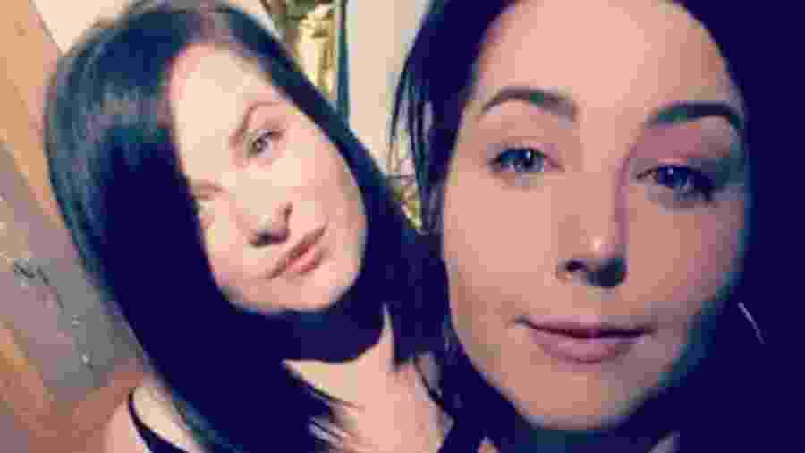 Melissa Collier (à esquerda) foi flagrada furtando o dinheiro de sua amiga, Samantha Wood (à direita) - Reprodução