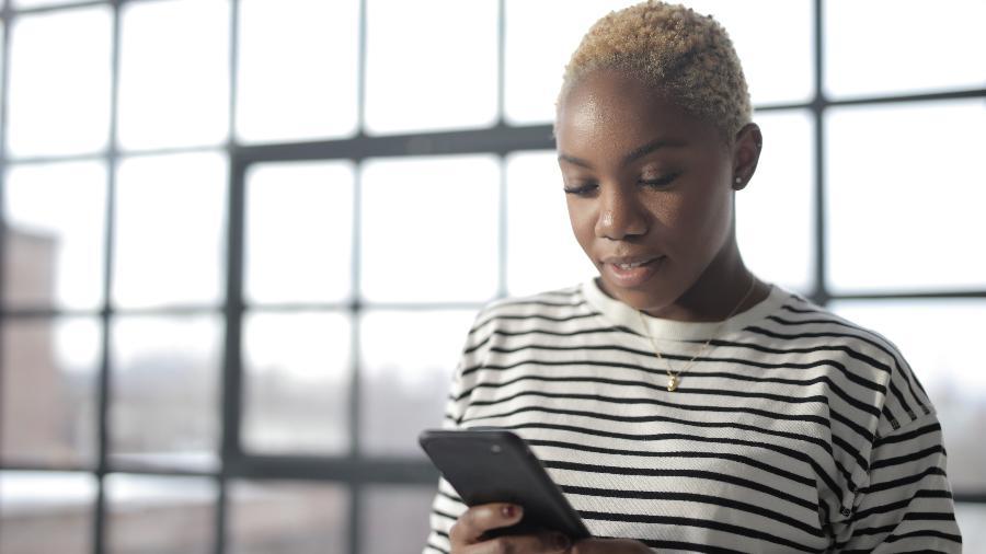 Redmi Note 9, Galaxy A51 e Moto G9 Plus são alguns dos celulares de 2020 que valem a pena para quem busca um novo aparelho - Andrea Piacquadio/Pexels