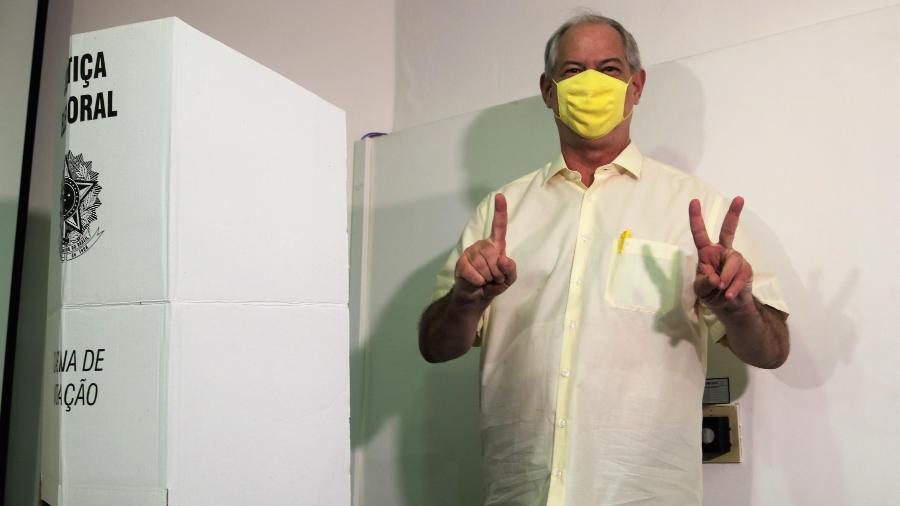 O ex-governador do Ceará Ciro Gomes (PDT), enquanto votava durante as eleições para prefeitura de Fortaleza (CE) - XANDY RODRIGUES/FUTURA PRESS/ESTADÃO CONTEÚDO